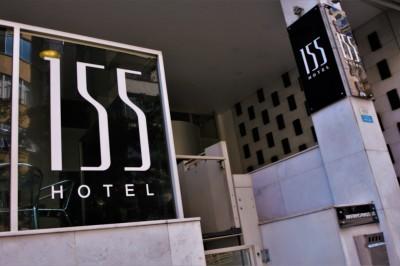 Frente do 155 Hotel